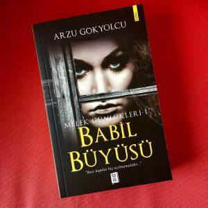 Dols3AmX4AUS8eW 300x300 - Melek Günlükleri 1 Babil Büyüsü roman hakkında