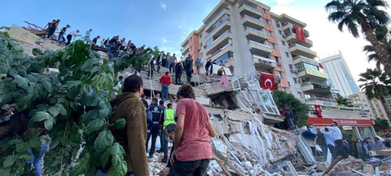2020 İzmir depremi 800x360 - 2020 İzmir depremi, insan görünümlü varlıklar, yangında saçını tarayanlar ve dahası.